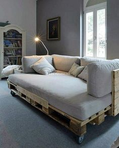 recycled pallet couch  #couch #sofa #palletsofa #pallet #pallets #woodpallets #palletfurniture #palletprojects #palletideas #recycle #recycledpallet #reclaimed #repurposed #reused #restore #upcycle #diy #palletart