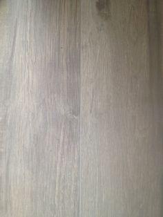 Voor een klant in Vijfhuizen hebben wij deze schitterende en unieke vloertegels, keramisch parket 180 cm. mogen leveren en plaatsen. Mede door zijn lange lengte en de enorme verscheidenheid in het keramisch parket, krijg je bij deze vloer de ultieme hout beleving. Onze excuus voor de mindere foto kwaliteit. Meer informatie? Wilt u weten wat wij voor u …