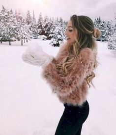 Snow Outfits For Women 36