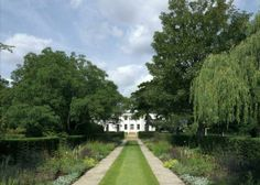 9 bedroom house for sale in Cambridge Park, Twickenham, Richmond, - Rightmove. Country Uk, Country Roads, Country Houses, Find Property, Property For Sale, Richmond Upon Thames, Richmond Surrey, Front Courtyard, Royal Park