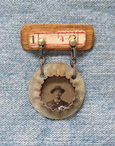 Antieke Tintype medaille Assemblage Art door SalvageArtSweetheart