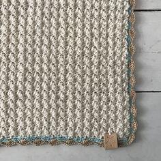 Babydeken van Yarn and Colors Charming - Echtstudio de haakspecialist Crochet Bebe, Love Crochet, Crochet For Kids, Knit Crochet, Handmade Baby Blankets, Handmade Baby Gifts, Knitted Afghans, Crochet Blankets, Manta Crochet