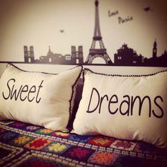 Para soñar lindo!  FB: Facebook.com/bharanideco Instagram: @bharanideco Twitter: @bharanideco www.bharani.com.ar Pillow Slip Covers, Pillow Cover Design, Cushion Covers, Cute Pillows, Diy Pillows, Decorative Pillows, Decor Crafts, Home Crafts, How To Make Pillows