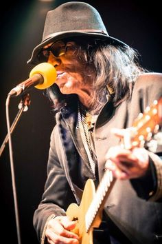 Rodriguez - Live At Royal Festival Hall, London Searching For Sugar Man, Festival Hall, Film Music Books, Beautiful Stories, Cool Guitar, Cowboy Hats, Documentaries, Magazine, London