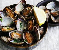 Steamed Clams in Whi