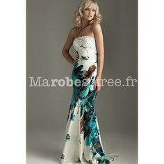 Magnifique robe longue blanche en satin à motif de fleurs bleu et marron, le bustier est orné de strass. Idéale pour grands évènements comme un mariage, un gala etc.