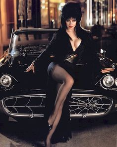 Cassandra Peterson,Elvira Mistress of the Dark. Loved watching he large not B horror movie show Cassandra Peterson, Beltane, Dark Beauty, Gothic Beauty, Classic Beauty, Car Girls, Pin Up Girls, Steam Punk, Hot Cars