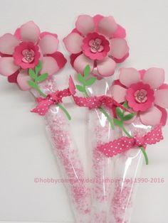 eine Blume mit der Stanze Zierblüte , der Stiel ist eine gefüllte Zellophantüte, ein süßes Give away, gebastelt mit den Produkten von StampinUp http://www.hobbycompany.de