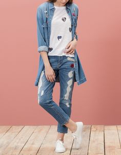 Relaxed fit jeans with patch detail