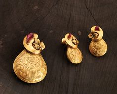 Smart and beautiful Indian pendant set for casual occasions