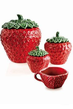 Many of Bordalo's Pinheiro Pottery pieces feature brightly coloured patterns Strawberry Kitchen, Strawberry Tea, Strawberry Patch, Strawberry Shortcake, Strawberry Fields, Ceramic Pottery, Ceramic Art, Strawberry Decorations, Kitchen Themes