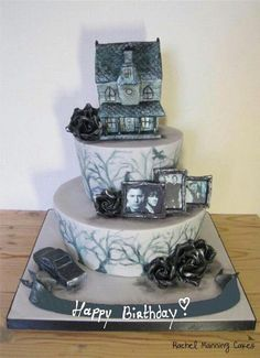 Supernatural Winchester Brothers Cake For a lady who loves the show Supernatural & especially the Winchester Bro's! Supernatural Birthday Cake, Bolo Supernatural, Supernatural Bloopers, Supernatural Tattoo, Supernatural Wallpaper, Supernatural Quotes, Supernatural Jewelry, Destiel, Johnlock