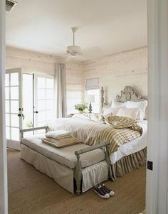Gray + Neutral bedroom via Decor Pad. #laylagrayce #bedroom