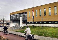 28-Nov-2014 7:04 - DOOD POLITIEMAN (42) SCHOKT LEERDAM. Leerdam is in shock na het overlijden van politieman Robert-Jan Hartman (42), die overleed na een ongeluk tijdens een teamuitje op de tokkelbaan…...