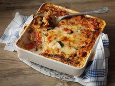Kahden juuston kasvislasagne Vegetarian Recipes, Cooking Recipes, Healthy Recipes, Healthy Food, Finnish Recipes, Deli, Lasagna, Great Recipes, Macaroni And Cheese