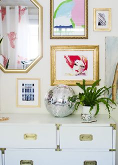 In honor of our ongoing love affair with the French style, we've rounded up the characteristics you can see in the home of any a true Francophile.