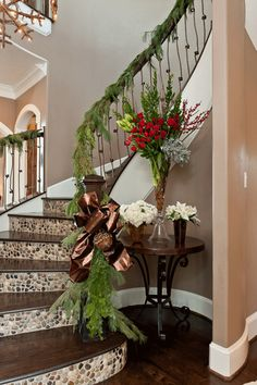 This type of staircase remodel is unquestionably an impressive design theme. Christmas Staircase Decor, Christmas Decorations, Christmas Ideas, Home Decor Trends, Diy Home Decor, Tile Stairs, Staircase Remodel, Stair Risers, Banisters