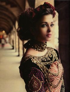 Chains of gold. Aishwarya