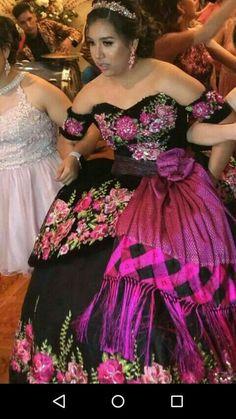 5a8211e4bc 98 mejores imágenes de Vestidos XV en 2019