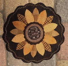 Trendy Embroidery Sunflower Penny RugsYou can find Penny rugs and more on our Trendy Embroidery Sunflower Penny Rugs Etsy Embroidery, Embroidery Hoop Art, Wool Embroidery, Embroidery Designs, Wool Applique Patterns, Felt Applique, Rug Patterns, Embroidery Machine Reviews, Machine Quilting