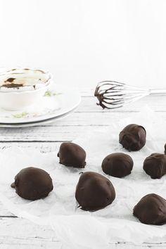 tartufini al gelato con fragole e cioccolato - ricetta con gelato - ice cream strawberry chocolate truffles