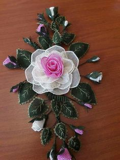 Flower Crafts, Diy Flowers, Coffee Table Runner, Wire Trees, Needle Lace, Lace Making, Bargello, Beads And Wire, Plastic Canvas