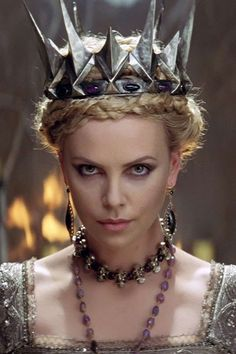 Snow White And The Huntsman......que reina más malaaaa, excelente la actuación de Charlize!