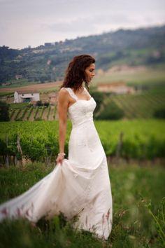 My first wedding dress love....*sigh* Essense of Australia D586