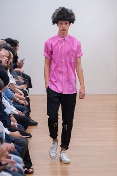 The complete Comme des Garçons Shirt Spring 2016 Menswear fashion show now on Vogue Runway.
