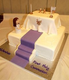 This communion cake features an altar on top of a large square cake. The little girl is hand moulded as well as the chalice, goblet etc. Boys First Communion Cakes, Boy Communion Cake, First Communion Decorations, Christian Cakes, Confirmation Cakes, Black And White Wedding Cake, Cakes For Women, Character Cakes, Novelty Cakes