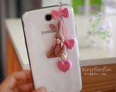 Encantos del teléfono de conejo muñeca de ganchillo por FairyFinFin