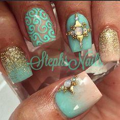 #mint#lightnude#goldglitter#fineglitter#glitterombrenails#squarenails#shortnails#diamonds