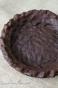 Keto Discover Low Carb Nut Free Grain Free Chocolate Pie Crust chocolate grain free crust tj - sunflower seed flower (use almond flour) eggs butter stevia Desserts Keto, Desserts Sains, Sugar Free Desserts, Sugar Free Recipes, Just Desserts, Low Carb Recipes, Healthy Recipes, Baking Desserts, Plated Desserts