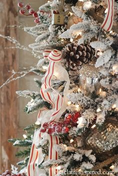 10 TIPS FOR BEAUTIFUL CHRISTMAS TREE RIBBON - I love this red and white twill ribbon