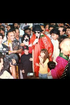 Michael in India ;) He always loved babies and all children of the world ღ by ⊰@carlamartinsmj⊱