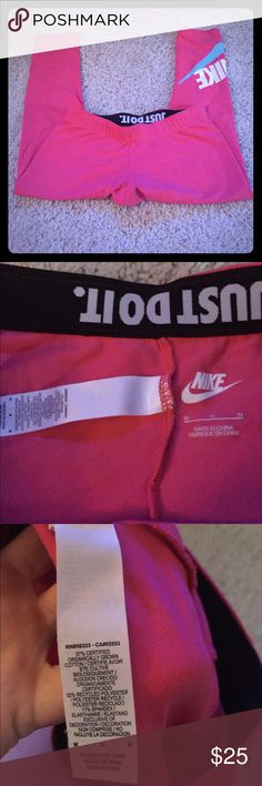 Nike crops So cute and hardly worn. Very form fitting. These run small. Nike Pants