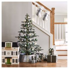 Want that rustic decor look this holiday season? Here are decor ideas for a rustic Christmas tree and farmhouse interior design look, a la Joanna Gaines / Fixer Upper! Christmas Decorations 2017, Target Christmas Decor, Winter Decorations, Chip And Joanna Gaines, Wooden Dollhouse, Metal Tree, Herd, Magnolia Homes, Rustic Christmas