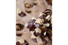 甘じょっぱさがクセになる、ポテトチップスのチョコレートがけの作り方 | roomie(ルーミー)