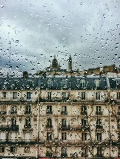 Rainy Paris / photo by yopoosh