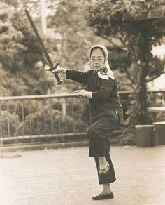 tai chi sword lady