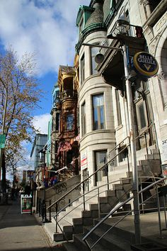Montréal Beautiful Places To Visit, Great Places, Amazing Places, Beautiful Homes, O Canada, Canada Travel, Montreal With Kids, Quebec Montreal, Castle Painting