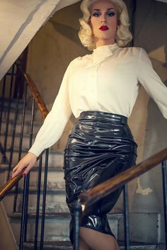 Leather skirt pussy