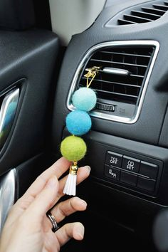 Easy DIY Wool Felt Ball Diffuser for your car - cute as a purse charm too - or hang in any space to freshen up the air! Essential Oil Diffuser, Essential Oil Blends, Essential Oils, Diffuser Diy, Diffuser Jewelry, Essential Oil Jewelry, Felt Crafts, Diy Crafts, Stick Crafts