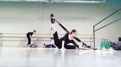 Jacqueline Gionet // @balletbot_  // #Flexistretcher stretches