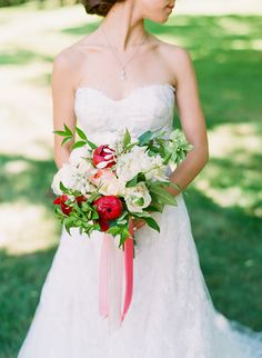 Loving this gorgeous #red and #white rustic #wedding bouquet