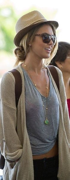 #street #style / gray + beige cardigan. Travel style. Love it.