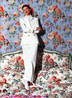 Kristen McMenamy in Gentleman photographed by Arthur Elgort for Vogue Italia, March 1993 Fashion History, 90s Fashion, Vintage Fashion, White Fashion, Fashion Art, Fashion Models, Collateral Beauty, Arthur Elgort, Alesso