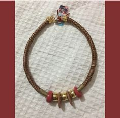 Cordon grueso con dijes collar corto Beaded Bracelets, Jewelry, Fashion, Diy Kid Jewelry, Short Necklace, Lanyards, Moda, Jewlery, Jewerly