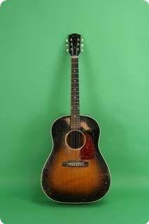 Gibson / J-45 / 1953 / Sunburst /    Vintage Guitar