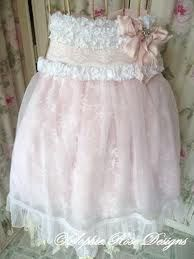 apron...need this for the pink & precious party....going to go find a vintage dress and sew a little...